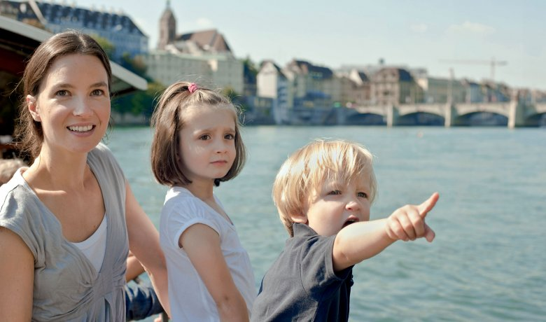 Family on a Rhine river boat © Basel Tourismus