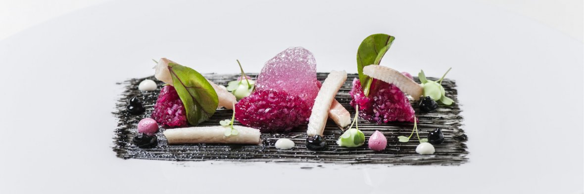 Basel, Restaurant Cheval Blanc: eel, beet, black garlic and wasabi © Grand Hotel Les Trois Rois Basel