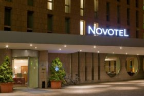 Exterior view by night © Novotel Freiburg Am Konzerthaus
