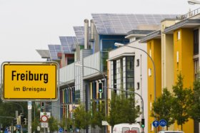 Freiburg Green City - house with solar roof (Sonnenschiff) © FWTM / Schoenen
