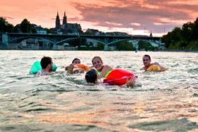 Swimming in the Rhine in Basel © Andreas Zimmermann