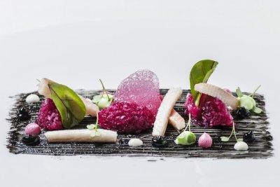 Basel_Cheval Blanc_Aal, rote Beete, schwarzer Knoblauch und Wasabi_c Grand Hotel Les Trois Rois Basel